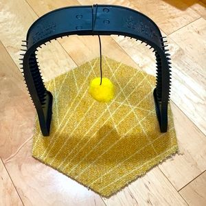 Omega Paw - Grooming Scratcher Cat Toy